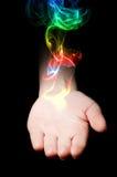 Fumo colorato dalla mano Fotografia Stock