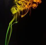 Fumo colorido no fundo preto Fotos de Stock Royalty Free