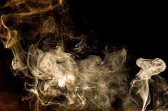 Fumo com fundo escuro fotos de stock