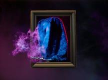 Fumo da silhueta dentro do quadro de madeira Fotografia de Stock Royalty Free