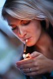 Fumo della donna Fotografie Stock Libere da Diritti