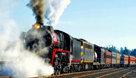 Fumo di salto del treno a vapore fotografia stock libera da diritti