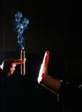 Fumo do batente da pessoa Fotos de Stock Royalty Free