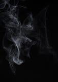Fumo em um fundo preto Modo da mistura da tela Imagem de Stock