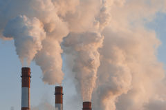 Fumo industrial da chaminé Imagem de Stock