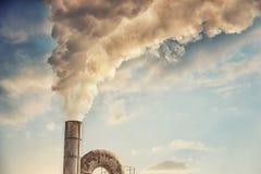 Fumo industrial da chaminé Imagens de Stock