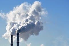 Fumo industriale dal camino Fotografie Stock Libere da Diritti