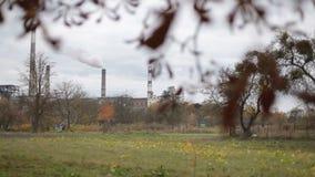 Fumo industriale dalla centrale elettrica archivi video