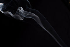 Fumo no fundo preto Imagens de Stock