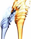 Fumo a spirale dell'oro e dell'azzurro Immagini Stock
