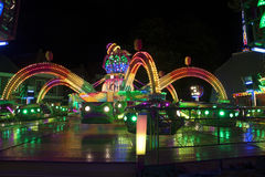 Fun fair atraction by night Royalty Free Stock Photos