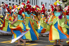 Funchal madeira - April 20, 2015: Barn som dansar i madeiran, blommar festivalen, Funchal, Portugal Royaltyfria Bilder