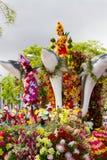 Funchal, Madeira - 20 de abril de 2015: Flutuador floral na parada do festival da flor de Madeira, Funchal, Portugal imagem de stock royalty free