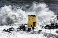 FUNCHAL, MADEIRA/PORTUGAL - 9 APRILE: Colpire tropicale della tempesta Fotografia Stock Libera da Diritti
