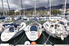FUNCHAL, MADERA achts legde in de zeehaven van Funchal, het eiland van Madera, Portugal vast royalty-vrije stock fotografie