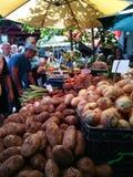 FUNCHAL, PORTUGAL - EM MAIO DE 2017: introduza no mercado a tenda em dos Lavradores de Mercado, Madeira imagens de stock royalty free