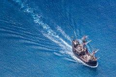 FUNCHAL, PORTUGAL - 26 JUIN : Touristes faisant une croisière avec un représentant photo stock