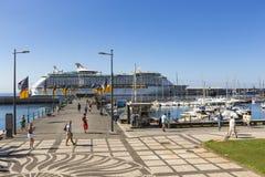 FUNCHAL, PORTUGAL - 25. JUNI: Funchal-Stadt zur Sommerzeit im Juni Lizenzfreie Stockfotografie