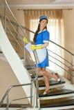 Funcionamento atrativo da empregada doméstica Imagens de Stock