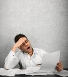 Funcionamento cansado do homem de negócios Fotos de Stock