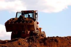 Funcionamento da máquina escavadora Foto de Stock Royalty Free