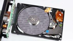 Funcionamento da movimentação de disco rígido (hdd) aberto com cabeça movente vídeos de arquivo
