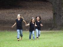 Funcionamento de três meninas imagens de stock royalty free