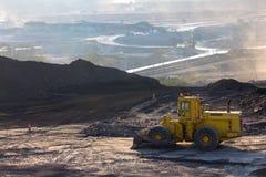 Funcionamento do caminhão de mineração imagem de stock royalty free