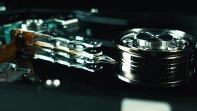 Funcionamento do hdd da movimentação de disco rígido aberto com cabeça movente video estoque
