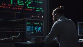 Funcionamento do homem como o comerciante financeiro Fotos de Stock