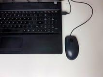 Funcionamento do whitebackground do fingerboard do teclado do Internet Fotos de Stock Royalty Free