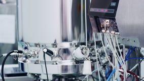 Funcionamento farmacêutico do equipamento Equipamento moderno da indústria Indústria da farmácia vídeos de arquivo
