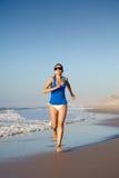 Funcionamento na praia foto de stock royalty free