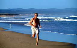 Funcionamento na praia Imagens de Stock Royalty Free