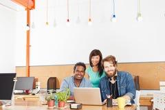 Funcionamento Startup da equipe do negócio imagem de stock royalty free