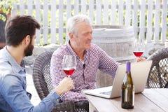 Funcionamento superior do comerciante de vinhos imagem de stock