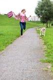 Funcionamentos da menina com seu filhote de cachorro Imagem de Stock Royalty Free