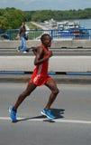 Funcionamentos do homem na 2a maratona de Belgrado Fotos de Stock Royalty Free