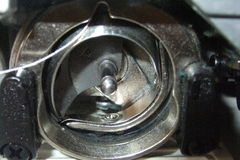 Funcionamentos internos de uma máquina de costura foto de stock royalty free