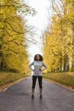 Funcionamiento afroamericano de la aptitud del adolescente de la mujer de la raza mixta Foto de archivo libre de regalías