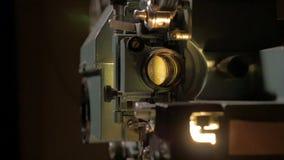 Funcionamiento antiguo del proyector de película metrajes