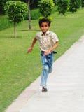 Funcionamiento asiático del muchacho Fotografía de archivo libre de regalías