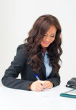 Funcionamiento atractivo de la mujer de negocios Fotografía de archivo libre de regalías