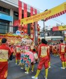 Funcionamiento chino de la danza de león para las celebraciones chinas del Año Nuevo Imagen de archivo