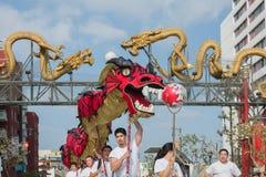 Funcionamiento chino del dragón Foto de archivo libre de regalías