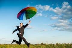 Funcionamiento con el paraguas Foto de archivo libre de regalías