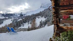 Funcionamiento de esquí en las montañas de la dolomía Fotografía de archivo