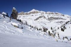 Funcionamiento de esquí escarpado y Piz Boe, Arabba Imagen de archivo libre de regalías