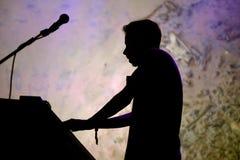 Funcionamiento de Forest Swords (productor y artista ingleses de la música) en el festival del sonar Imagenes de archivo