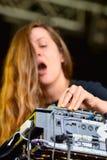 Funcionamiento de Jessy Lanza (compositor, productor y vocalista electrónicos canadienses) en el festival del sonar Fotografía de archivo